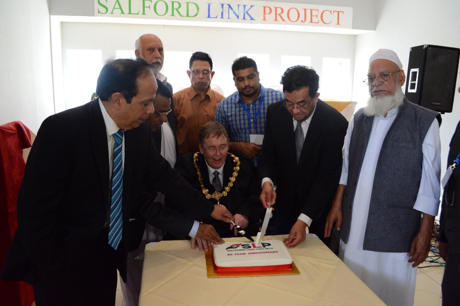 Mayor cutting cake
